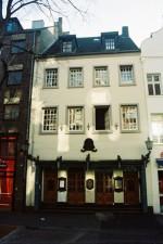 Im Hintergebäude dieses Altstadt-Hauses, Bolkerstraße 53, wurde Heinrich Heine am 13. Dezember 1797 geboren.